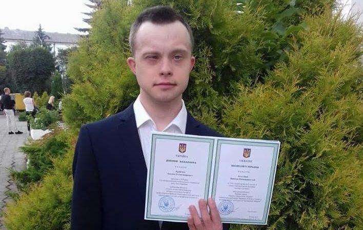 Homem Ucraniano é o primeiro com Síndrome de Down a Obter uma Licenciatura