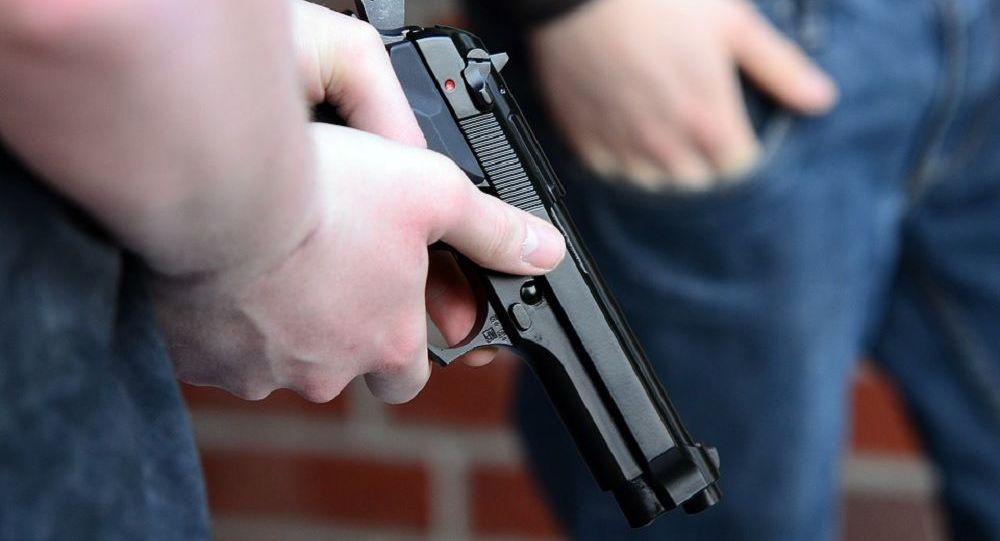 Suécia: Gangue de Imigrantes Armados Humilha Adolescente
