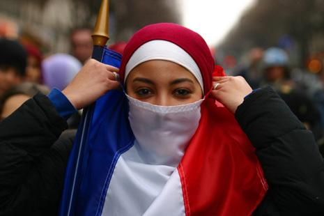 """61% dos Franceses Afirmam que """"o Islão é Incompatível com os Valores da Sociedade Francesa"""""""