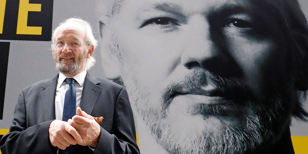 "Pai de Assange sobre Extradição: ""Querem Disfarçar Crimes de Guerra para Continuar a Cometê-los"""