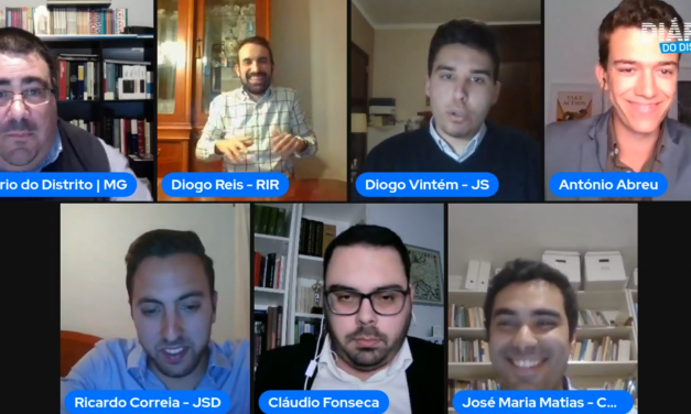 "Primeiro Debate ""Voz Dos Jovens"" Moderado por António Abreu"